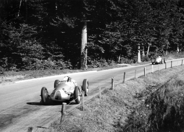 1938 Swiss Grand Prix.  Bremgarten, Berne, Switzerland. 21 August 1938.  Tazio Nuvolari, Auto Union D, 9th position, leads Christian Kautz, Auto Union D, retired.  Ref: RF38_SWI_59. World Copyright: Robert Fellowes/LAT Photographic
