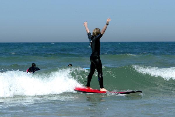 2004 Australian Grand Prix Melbourne, Australia. 1st March 2004 Jordan Driver Nick Heidfeld visits Torquay beach to try Surfing. World Copyright: LAT Photographic/Coates ref: Digital Image Only -