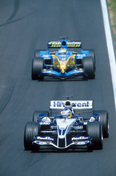 2005 Hungarian Grand Prix. Hungaroring, Hungary. 29th - 31st July 2005 Nick Heidfeld, Williams F1 BMW FW27 leads Giancarlo Fisichella, Renault R25. Action. World Copyright: Michael Cooper/LAT Photographic Ref: 35mm Image A15
