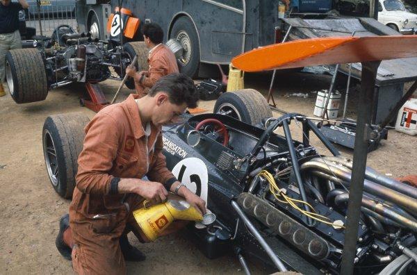 1969 Spanish Grand Prix.Montjuich Park, Barcelona, Spain. 2-4 May 1969.Mechanics at work on the BRM P133 of Jackie Oliver. Paddock.World Copyright: LAT PhotographicRef: 69ESP35
