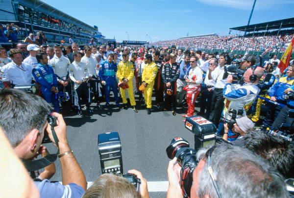 2005 British Grand Prix. Silverstone, England. 8th - 10th July 2005 Formula One observes a minutes silence in respect to the victims of the London terrorist attacks. World Copyright: Peter Spinney/LAT Photographic Ref: 35mm Image A03