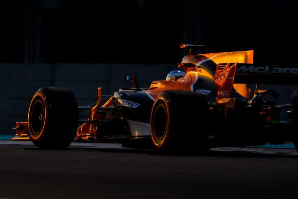 Yas Marina Circuit, Abu Dhabi, United Arab Emirates. Friday 24 November 2017. Fernando Alonso, McLaren MCL32 Honda. World Copyright: Steven Tee/LAT Images  ref: Digital Image _O3I1836