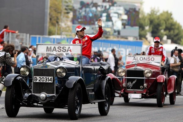 Felipe Massa (BRA) Ferrari on the drivers parade. Formula One World Championship, Rd 5, Spanish Grand Prix, Race Day, Barcelona, Spain, Sunday 9 May 2010.