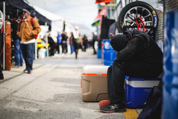 #54 BLACK SWAN RACING, Porsche 911 GT3 R, GTD: Jeroen Bleekemolen, Sven Muller, Trenton Estep, Tim Pappas crew member
