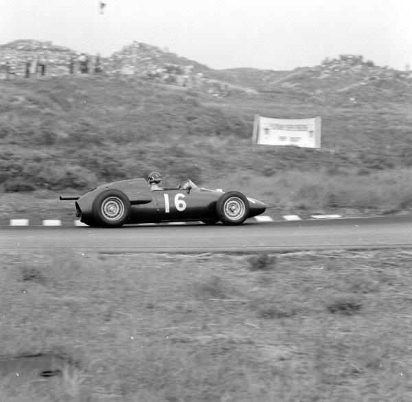 1960 Dutch Grand Prix.Zandvoort, Holland.4-6 June 1960.Graham Hill (BRM P48) 3rd position.Ref-6557.World Copyright - LAT Photographic