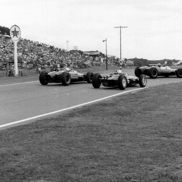 1962 South African Grand Prix.East London, South Africa.27-29 December 1962.John Surtees (Lola Mk4 Climax, number 6) passes Bruce McLaren (Cooper T60 Climax). McLaren finished in 2nd position.Ref-17138.World Copyright - LAT Photographic
