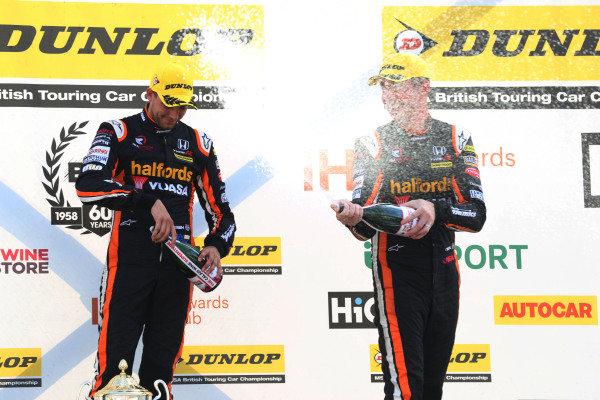Dan Cammish (GBR) Team Dynamics Honda Civic and Matt Neal (GBR) Team Dynamics Honda Civic