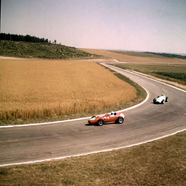 1959 French Grand Prix.Reims, France.3-5 July 1959.Phil Hill (Ferrari Dino 246) leads Stirling Moss (BRM P25). Hill finished in 2nd position.Ref-3/0102A.World Copyright - LAT Photographic