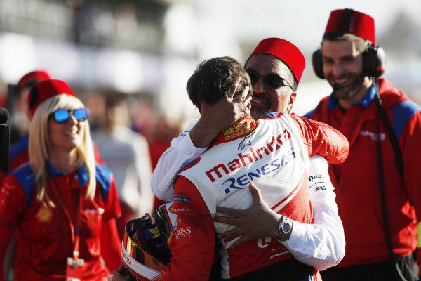Jérôme d'Ambrosio (BEL), Mahindra Racing, M5 Electro, celebrates with Dilbagh Gill, CEO and Team Principal, Mahindra Racing, and the rest of the team after winning the race