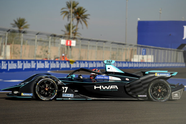 Gary Paffett (GBR), HWA Racelab, VFE-05, with a rear puncture