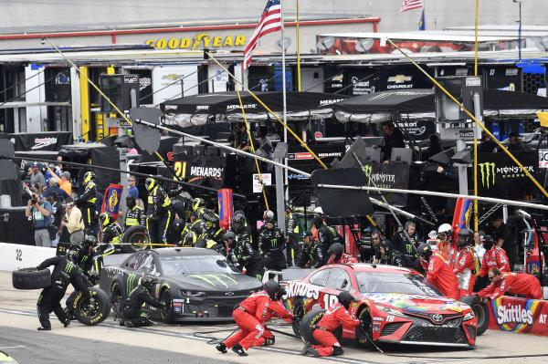 #18: Kyle Busch, Joe Gibbs Racing, Toyota Camry Skittles and #1: Kurt Busch, Chip Ganassi Racing, Chevrolet Camaro Monster Energy, makes a pit stop