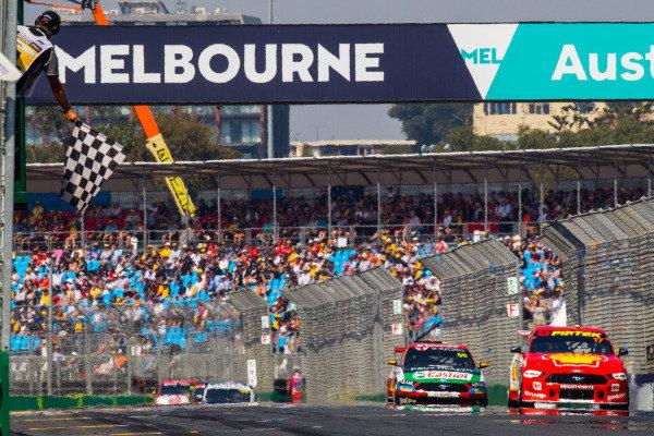 Scott McLaughlin, DJR Team Penske, Ford, takes the chequered flag from Anton de Pasquale, Erebus Motorsport, Holden
