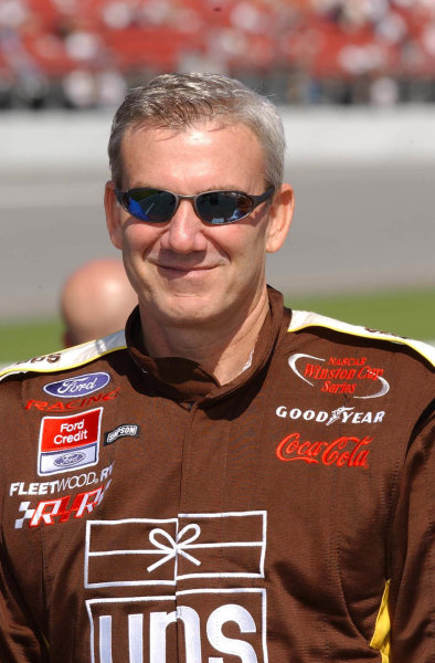 2002 NASCAR Budweiser Shootout.Daytona International Speedway, Daytona Beach, Florida, USA. 10 February 2002.Dale Jarrett.COPYRIGHT- ROBERT LESIEUR 2002LAT PHOTOGRAPHIC