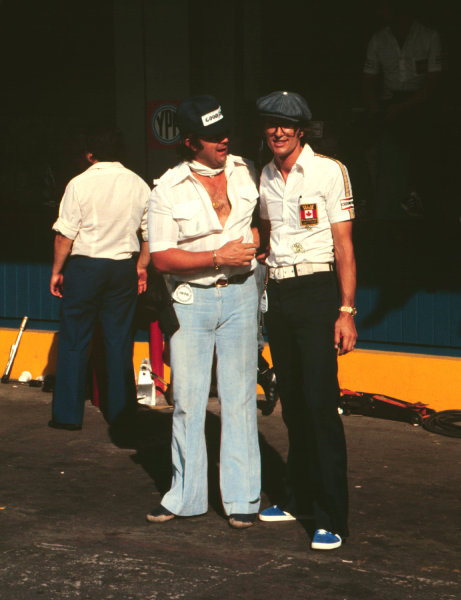 1977 Argentinian Grand Prix.Buenos Aires, Argentina.7-9 January 1977.Walter Wolf Racing team owner Walter Wolf with team manager Peter Warr (right).World Copyright - LAT Photographic