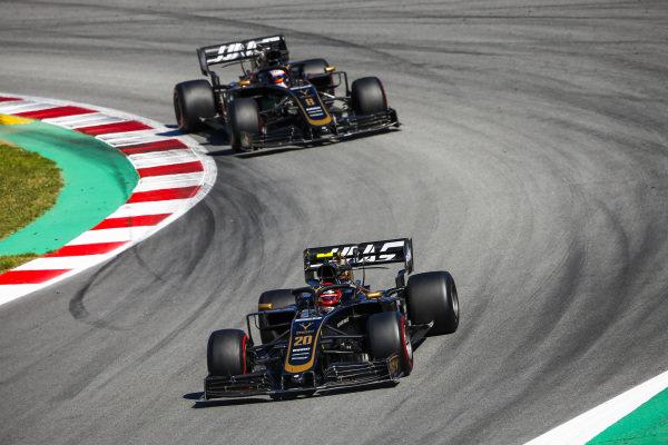 Kevin Magnussen, Haas VF-19 leads Romain Grosjean, Haas VF-19