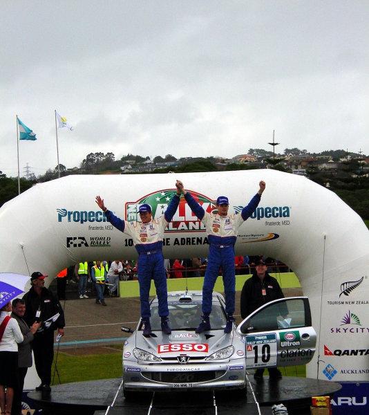 2000 World Rally ChampionshipRound 8, New Zealand Rally14th -16th July 2000Marcus Gronholm - podium.World - Mcklein / LAT Photographic