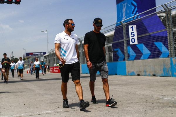 Gary Paffett (GBR), HWA Racelab and Jean-Eric Vergne (FRA), DS TECHEETAH on the track walk