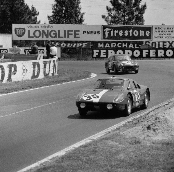 Le Mans, France. 20th - 21st June 1964. Herbert Muller/Jean Sage (Porsche 904 GTS), 11th position, action. World Copyright: LAT Photographic. Ref: 25055