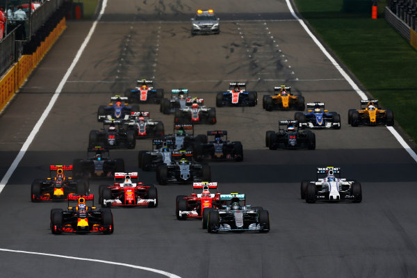 Shanghai International Circuit, Shanghai, China. Sunday 17 April 2016. Nico Rosberg, Mercedes F1 W07 Hybrid, leads Daniel Ricciardo, Red Bull Racing RB12 TAG Heuer and the rest of the field at the start of the race. World Copyright: Sam Bloxham/LAT Photographic ref: Digital Image _R6T0938
