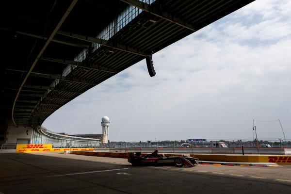 2014/2015 FIA Formula E Championship. Berlin ePrix, Berlin Tempelhof Airport, Germany. Saturday 23 May 2015 Karun Chandhok (IND)/Mahindra Racing - Spark-Renault SRT_01E. Photo: Zak Mauger/LAT/Formula E ref: Digital Image _L0U8950
