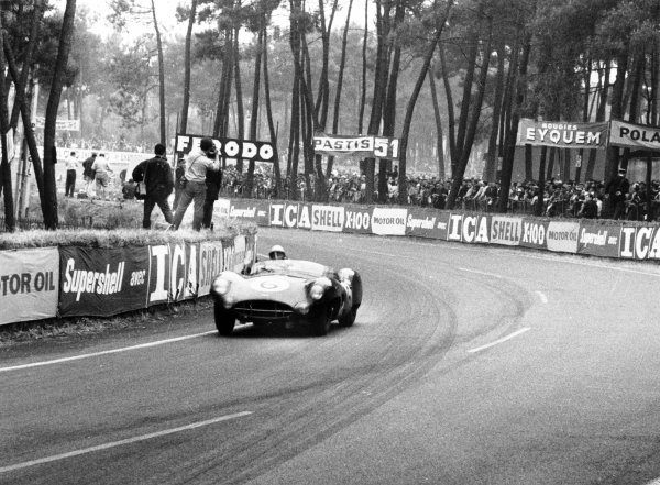 1959 Le Mans 24 hours.Le Mans, France. 20-21 June 1959.Maurice Trintignant/Paul Frere,(Aston Martin DBR1/300), 2nd position, action.World Copyright: LAT PhotographicRef: 579#8a