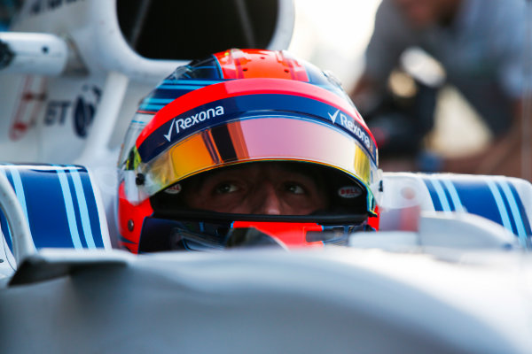 Yas Marina Circuit, Abu Dhabi, United Arab Emirates. Wednesday 29 November 2017. Robert Kubica, Williams Martini Racing.  World Copyright: Joe Portlock/LAT Images  ref: Digital Image _L5R0977