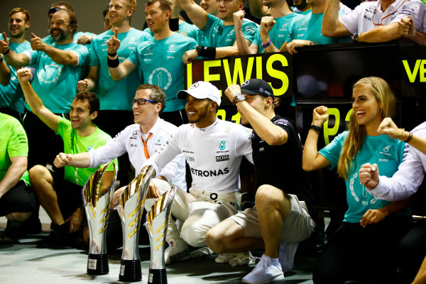 Marina Bay Circuit, Marina Bay, Singapore. Sunday 17 September 2017. Lewis Hamilton, Mercedes AMG, 1st Position, Valtteri Bottas, Mercedes AMG, 3rd Position, and the Mercedes team celebrate. World Copyright: Andy Hone/LAT Images  ref: Digital Image _ONZ8156