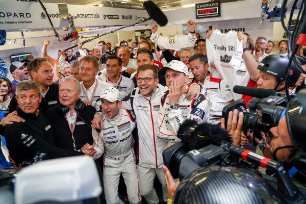 2016 Le Mans 24 Hours. Circuit de la Sarthe, Le Mans, France. Porsche Team / Porsche 919 Hybrid - Romain Dumas (FRA), Neel Jani (CHE), Marc Lieb (DEU).  Sunday 19 June 2016 Photo: Adam Warner / LAT ref: Digital Image _L5R7491
