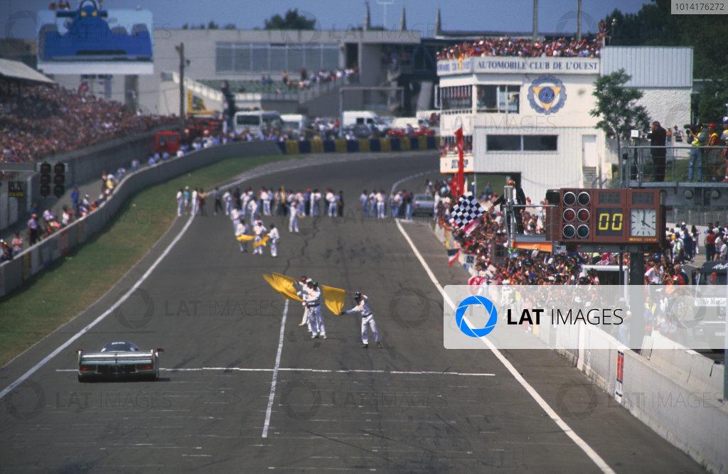 1994 Le Mans 24 Hours. Le Mans, France. 18th - 19th June 1994. Mauro Baldi/Yannick Dalmas/Hurley Haywood (Dauer 962 LM), 1st position, crosses the finish line, action. World Copyright: LAT Photographic. Ref:  94LM11