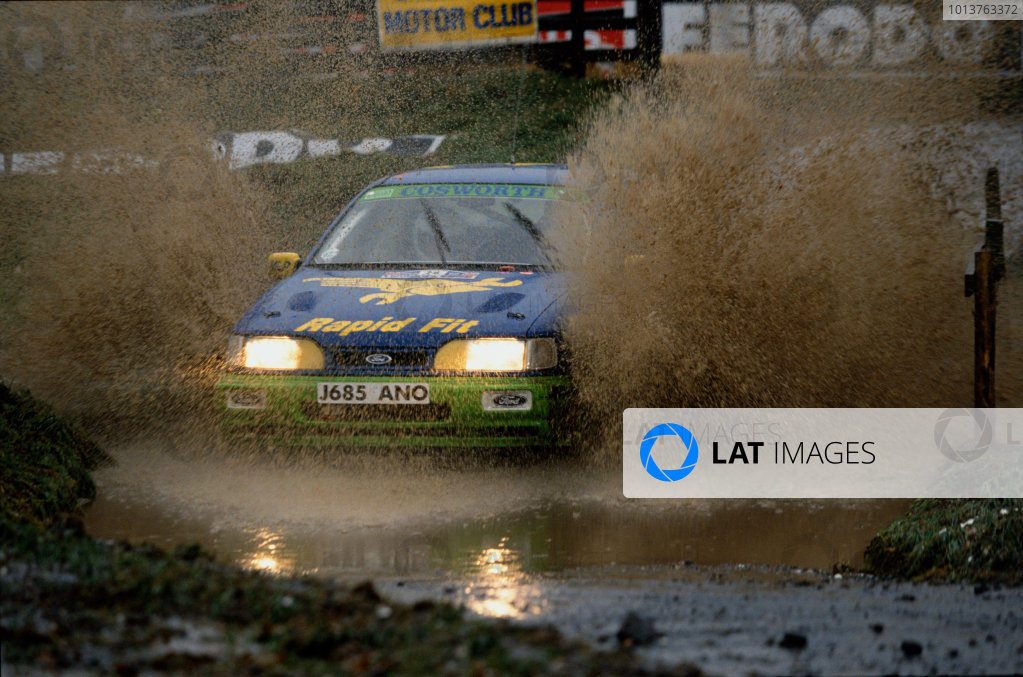 Chester, England. 22nd - 25th November 1992.Tiff Needell/Tina Thorner (Ford Sierra RS Cosworth 4x4), 31st position, action. World Copyright: LAT Photographic.Ref:  92WRC 01.