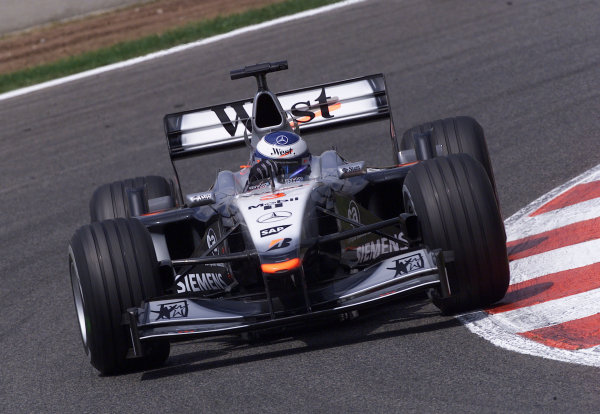 2001 Spanish Grand PrixCatalunya, Barcelona, Spain. 27-29 April 2001.Mika Hakkinen (McLaren MP4/16 Mercedes).World Copyright - Steve Etherington/LAT Photographicref: 18 mb Digital Image