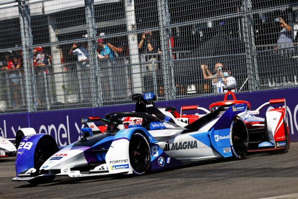 Maximilian Guenther (DEU), BMW I Andretti Motorsports, BMW iFE.21, leads Alex Lynn (GBR), Mahindra Racing, M7Electro, and Lucas Di Grassi (BRA), Audi Sport ABT Schaeffler, Audi e-tron FE07