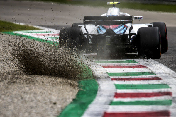 Sergey Sirotkin, Williams FW41, kicks up some gravel.