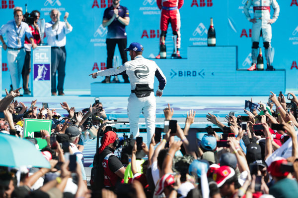 Sam Bird (GBR), Envision Virgin Racing, points to the crowd