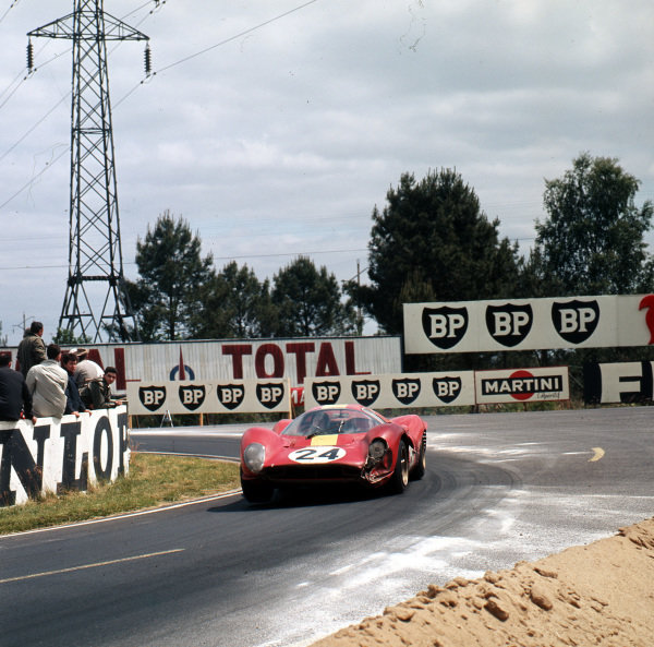 """1967 Le Mans 24 hours.Le Mans, France.10-11 June 1967.Willy Mairesse/""""Beurlys"""" (Ferrari 330P4), 3rd position.Ref-3/2933.World - LAT Photographic"""