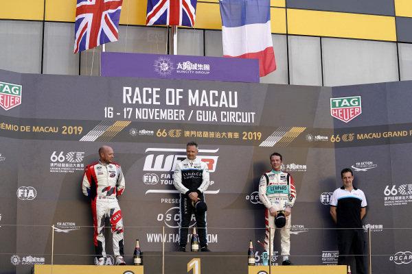 Podium: Race winner Andy Priaulx, Cyan Performance Lynk & Co 03 TCR, second place Rob Huff, SLR VW Motorsport Volkswagen Golf GTI TCR, third place Jean-Karl Vernay, Leopard Racing Team Audi Sport Audi RS 3 LMS.