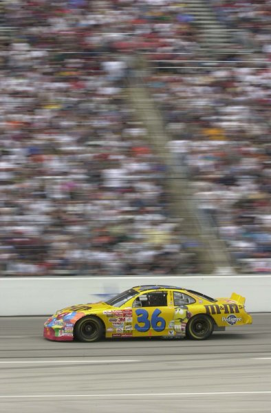 2001,NASCAR,March30,Apr 1,Texas,WinstonCup,2001Ken Schrader speeds by an est. 210 00 fans -Robert LeSieur2001,LAT Photographic