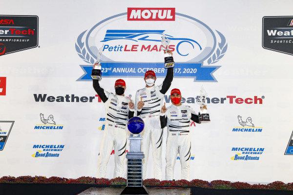 #63 Scuderia Corsa Ferrari 488 GT3, GTD: Cooper MacNeil, Alessandro Balzan, Jeff Westphal, podium
