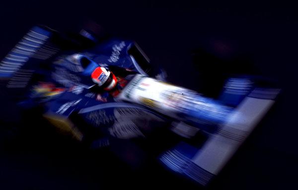 1995 Italian Grand Prix.Monza, Italy.8-10 September 1995.Johnny Herbert (Benetton B195 Renault) 1st position.World Copyright - LAT Photographic