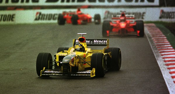 1998 Belgian Grand Prix.Spa-Francorchamps, Belgium. 28-30 August 1998.Damon Hill (Jordan 198 Mugen Honda) leads Michael Schumacher and Eddie Irvine (both Ferrari F300).World Copyright - LAT Photographic