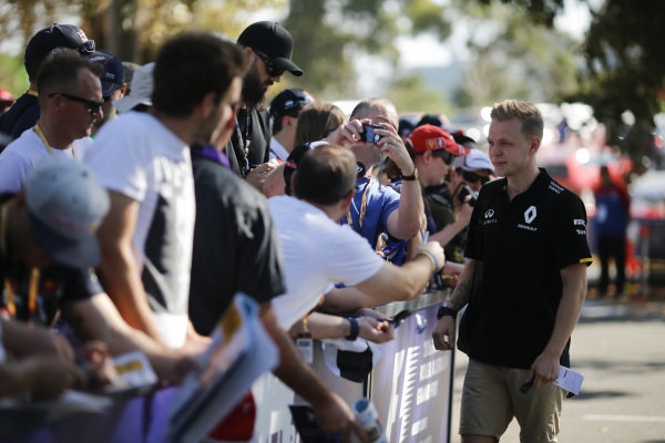 Kevin Magnussen (DEN) Renault Sport F1 Team poses for a selfie  at Formula One World Championship, Rd1, Australian Grand Prix, Preparations, Albert Park, Melbourne, Australia, Thursday 17 March 2016.