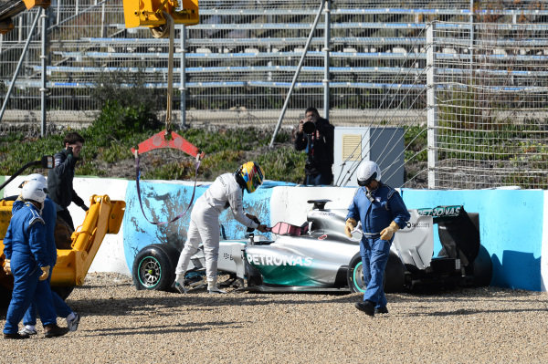 Lewis Hamilton (GBR) Mercedes AMG F1 W05 crashed at turn one. Formula One Testing, Jerez, Spain, Day One, Tuesday 28 January 2014. BEST IMAGE