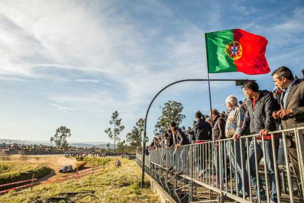 Robert Kubica (POL) / Maciek Szczepaniak (POL), Ford Fiesta RS WRC and fans with the Portugal flag at World Rally Championship, Rd5, Rally Portugal, Stage One, Matosinhos, Portugal, 21 May 2015.