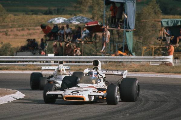 1973 South African Grand Prix.  Kyalami, South Africa. 1st - 3rd March 1973.  Peter Revson, McLaren M19C Ford, 2nd position, leads teammate Denny Hulme, McLaren M23 Ford, 5th position.  Ref: 73SA07. World Copyright: LAT Photographic
