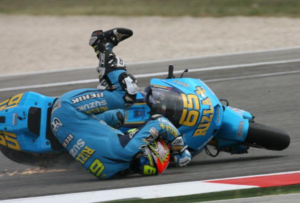 San Marino Misano 03-05 September 2010Loris Capirossi Rizla Suzuki Team crashes out at the start
