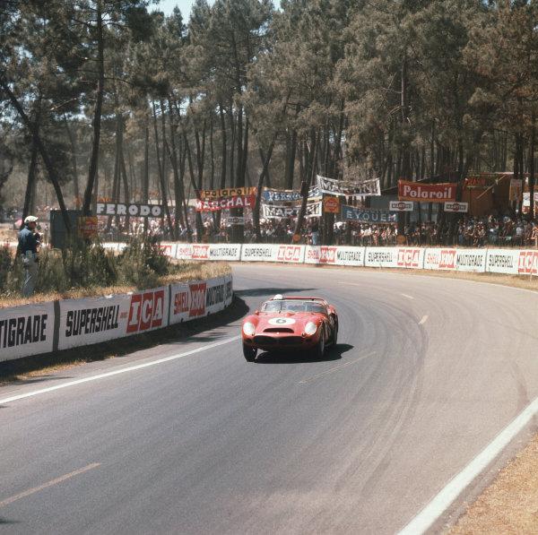 Le Mans, France. 23rd - 24th June 1962. Olivier Gendebien/Phil Hill (Ferrari 330 TRI/LM), 1st position, action.  World Copyright: LAT Photographic. Ref:  558.