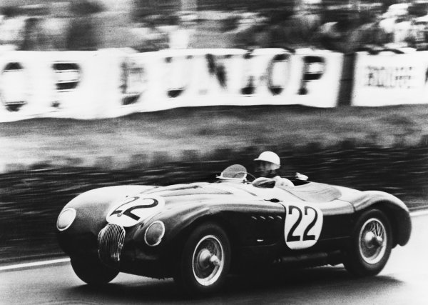 Le Mans, France. 23rd - 24th June 1951 Stirling Moss/Jack Fairman (Jaguar XK-120C), retired, action. World Copyright: LAT Photographic Ref: B/WPRINT.