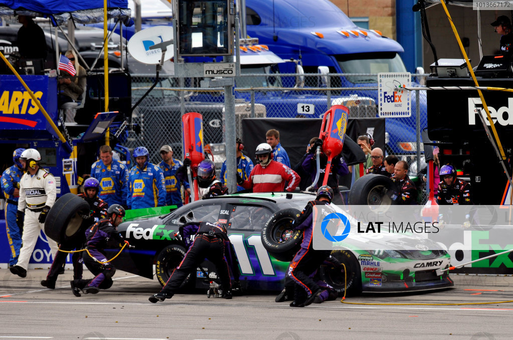 16-18 September, 2011, Joliet, Illinois USADenny Hamlin, FedEx Ground Toyota Camry pit stop(c)2011, LAT SouthLAT Photo USA