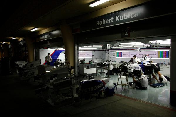 Bahrain International Circuit, Sakhir, Bahrain24th April 2009The BMW Sauber garage at night. Garages. Atmosphere. World Copyright: Charles Coates/LAT Photographicref: Digital Image _26Y0757