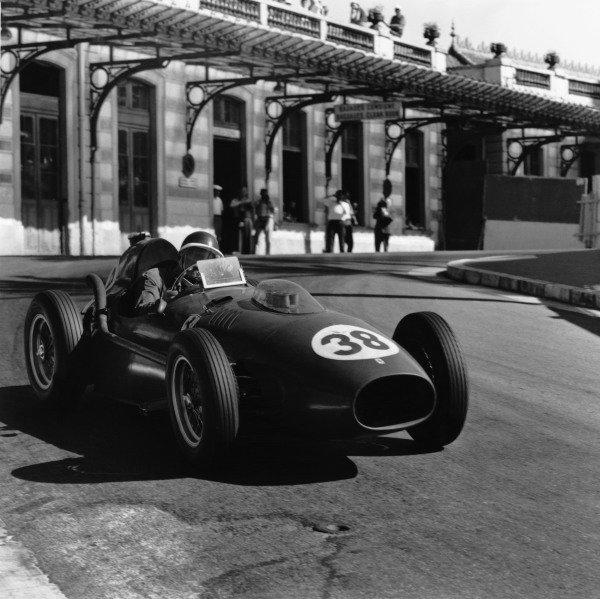 Monte Carlo, Monaco. 18 May 1958.Mike Hawthorn, Ferrari Dino 246, retired, action.World Copyright: LAT PhotographicRef: 1981